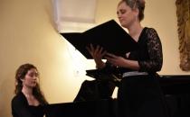 pianistka Eva Dolinšek in sopranistka Milena Košuta